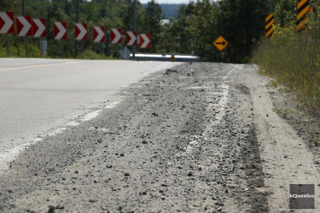L'accotement asphalté de la route Saint-Léonard, face à... (Photo Le Quotidien, Yohann Gasse)