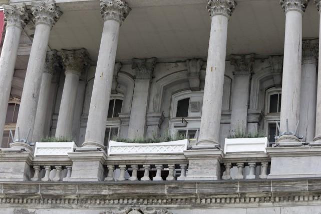 Balcon de l'hôtel de ville de Montréal... (La Presse)