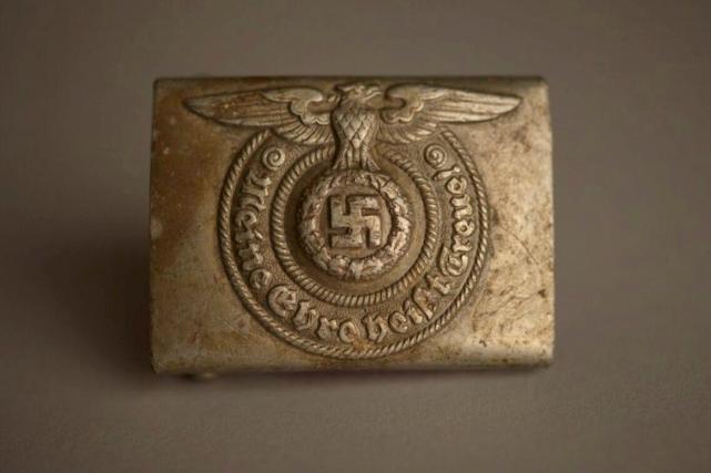 Cette boucle de ceinture d'un officier nazi fera... (AP, Pawel Sawicki/Aushwitz Museum)