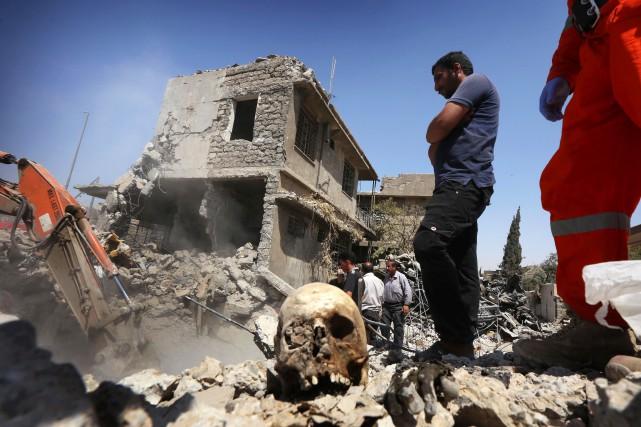 Reste-t-il des centaines, des milliers de corps à... (AFP)