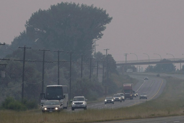 Les personnes évacuées ont reçu l'ordre de se... (Photo Jonathan Hayward, La Presse canadienne)