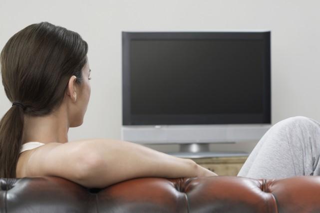 Les Canadiens continuent à délaisser la télévision conventionnelle au profit de... (PHOTO THINKSTOCK)