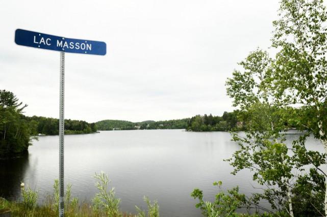 Jalonné de grandes baies, le lac Massonse montre... (Photo Bernard Brault, La Presse)
