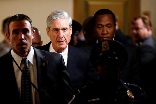 Robert Mueller (deuxième à partir de la gauche)... (Photo Joshua Roberts, REUTERS)