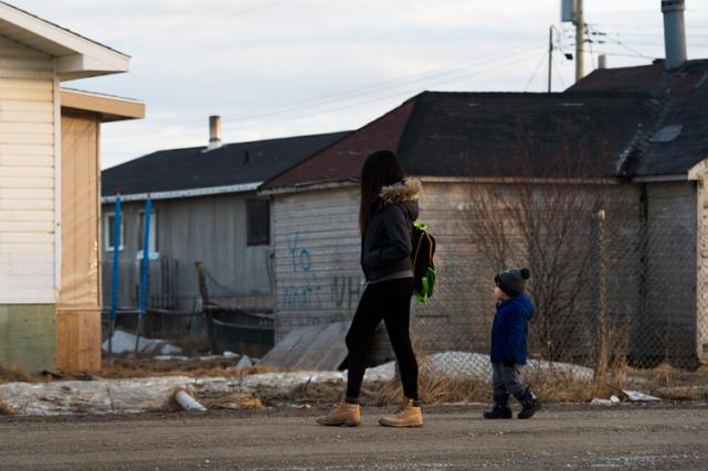 Sept femmes autochtones ontété poussées à subir une... (Archives La Presse canadienne, Nathan Denette)