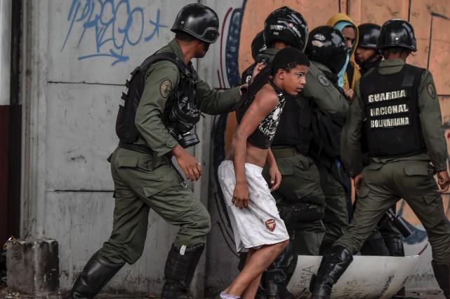 Les manifestations anti-Maduro ont fait deux nouveaux morts... (AFP, Juan Barreto)