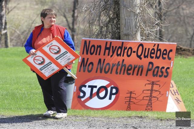 Des trois lignes de transport proposées par Hydro-Québec... (Archives, La Tribune)