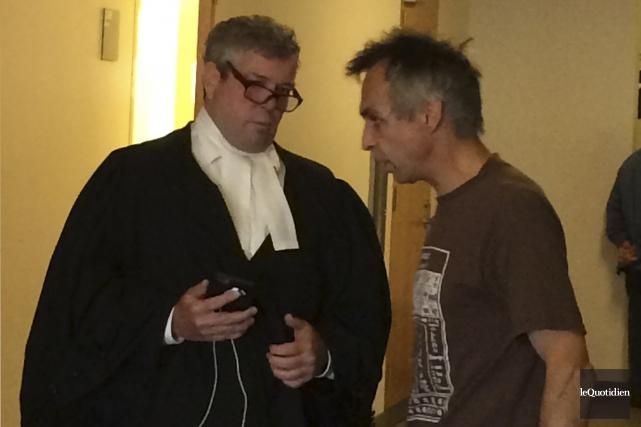 Éric Lapointe et son avocat de l'époque, Charles... (Archives Le Quotidien)