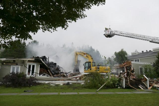 Les pompiers ont combattu les flammes au restaurant... (Spectre Média, René Marquis)