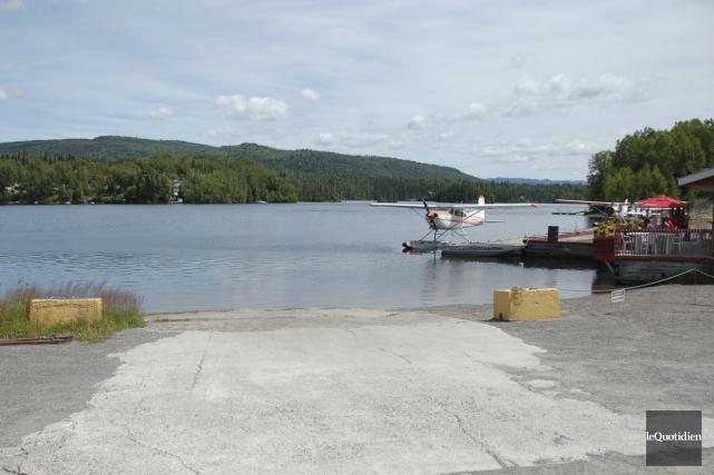 L'entreprise Air Saguenay n'interdit pas l'accès au lac... (Photo Le Quotidien, Louis Tremblay)