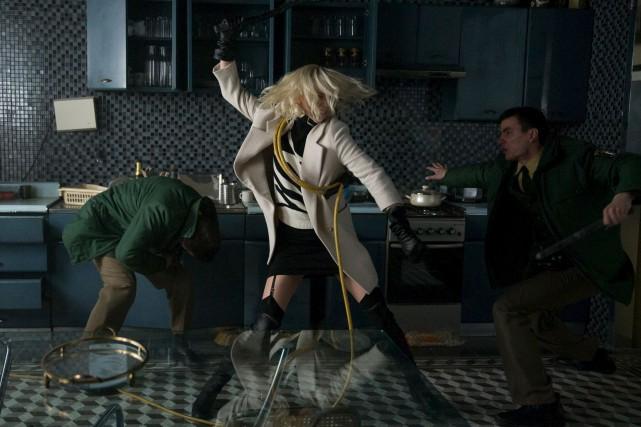 L'actrice Charlize Theron offre une superbe performance physique... (fournie par Universal)