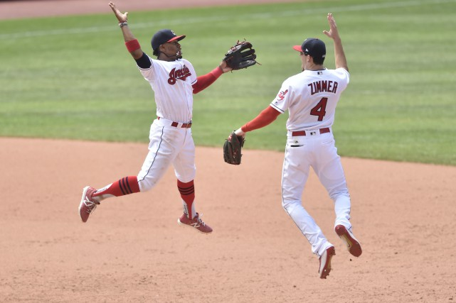 Francisco Lindor et Bradley Zimmer des Indians... (Photo David Richard, USA TODAY Sports)