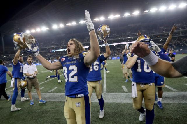 Les joueurs des Blue Bombers festoient après leur... (Photo Trevor Hagan, LA PRESSE CANADIENNE)