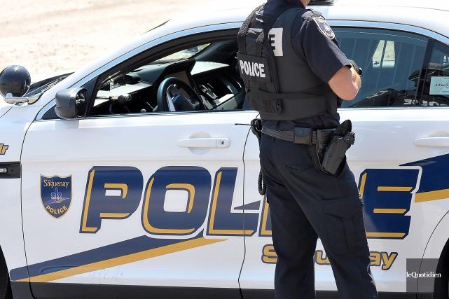 Les policiers de la SPS sont à la... (Archives Le Quotidien, Rocket Lavoie)