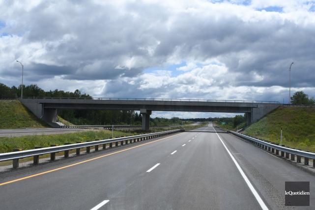 L'ouverture officielle du nouveau tronçon de l'autoroute70, qui... (Photo Le Quotidien, Michel Tremblay)