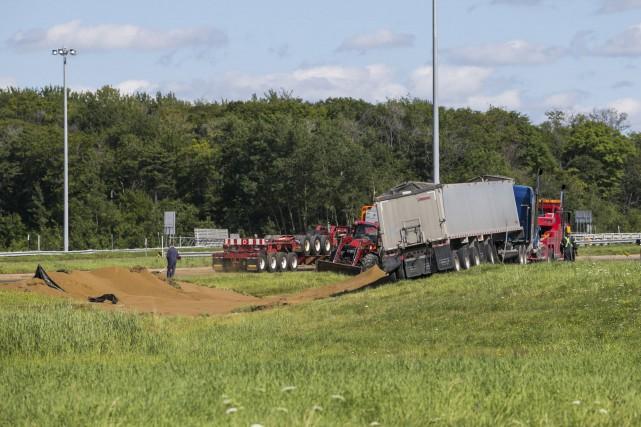 Un camion de grain s'est renversé dans la... (Olivier Croteau)
