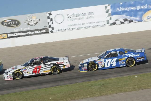 Louis-Philippe et Jean-François Dumoulin se sont suivis pendant... (Matthew Murnaghan/NASCAR)