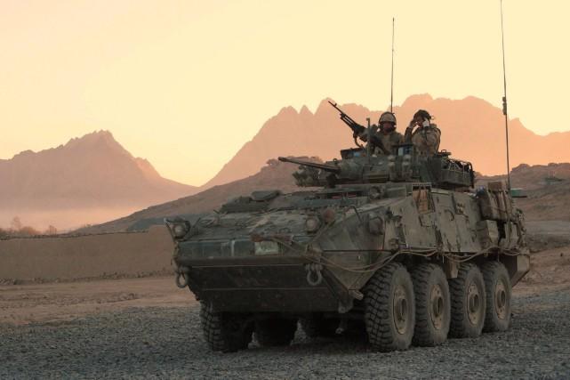 Un véhicule blindé léger... (Archives La Presse canadienne)