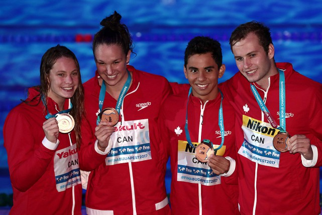 Le quatuor canadien était composé de Penny Oleksiak, Chantal Van... (PHOTO FERENC ISZA, AGENCE FRANCE-PRESSE)