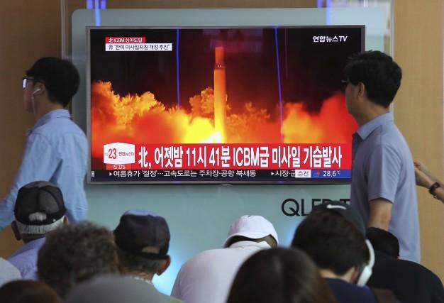 Pyongyang a procédé vendredi à un nouveau tir... (AP, Ahn Young-joon)