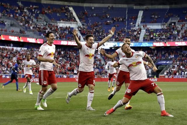 Daniel Royer, à droite, a marqué par deux... (Photo AP)