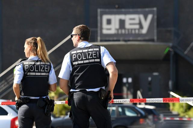 La fusillade est survenue au Grey Club, situé... (PHOTO FELIX KSTLE, AFP/DPA)
