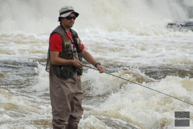 Le pêcheur Mathieu Blouin avait déjà à son... (Photo Le Quotidien, Louis Tremblay)