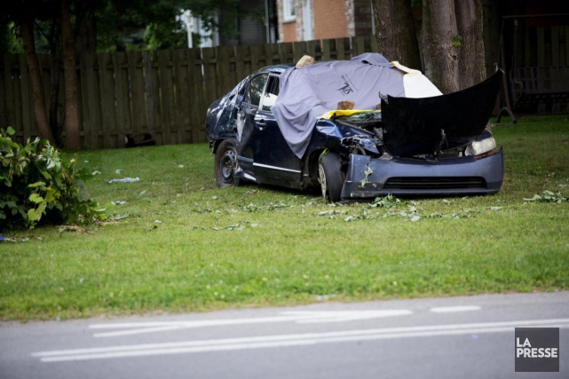 La voiture qui a heurté le piéton a... (PHOTO ARCHIVES LA PRESSE)