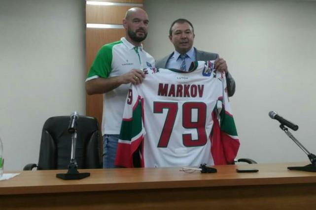 Andrei Markov est présenté aux médias avec son... (Twitter)