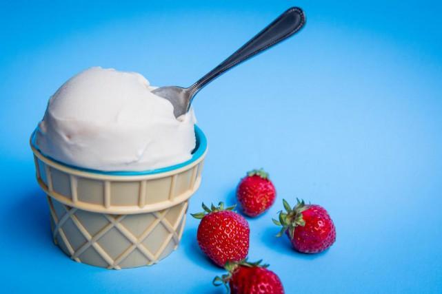 Ce dessert glacé à base de noix de... (PHOTO SIMON GIROUX, LA PRESSE)