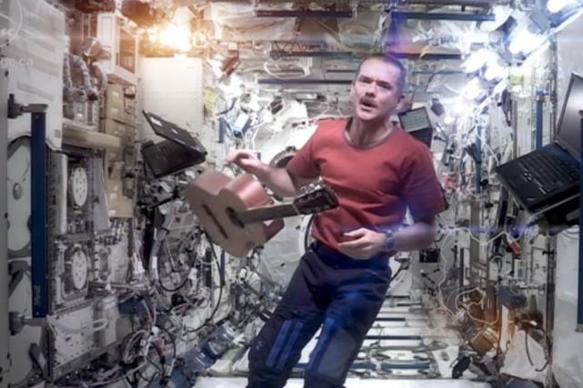 L'astronaute Chris Hadfield sera parmi les premiers à... (YouTube)