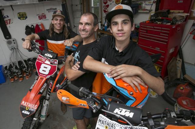 Propulsés par la passion pour les motocross de... (Spectre Média, René Marquis)