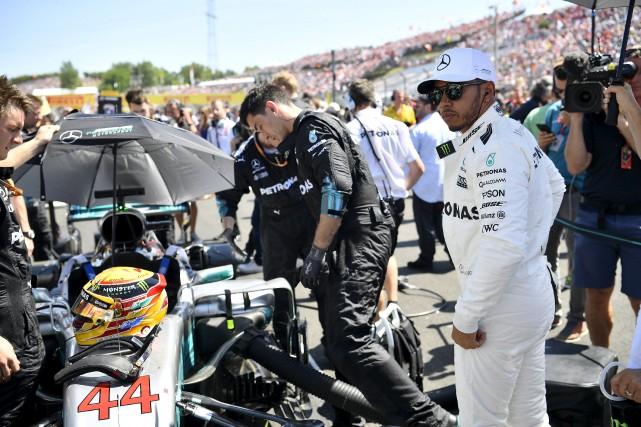 Lewis Hamilton a quitté le circuit du Hungaroring... (AP, Zsolt Czegledi)