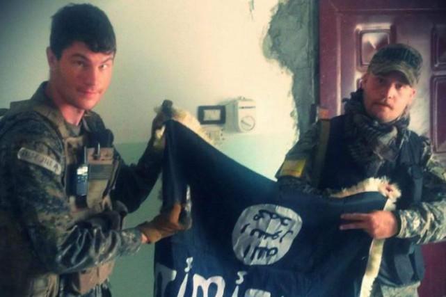 Gabar Tolhildan (à droite) et l'ancien soldat américain... (PHOTO TIRÉE DE LA PAGE FACEBOOK DEGABAR TOLHILDAN)