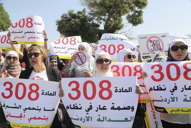Des femmes ont manifesté à Amman peu avant... (Photo Reem Saad, AP)