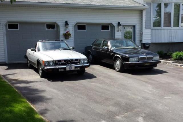 La Mercedes SL 380 1982 et la Jaguar... (Photo fournie par Robert Lacroix)