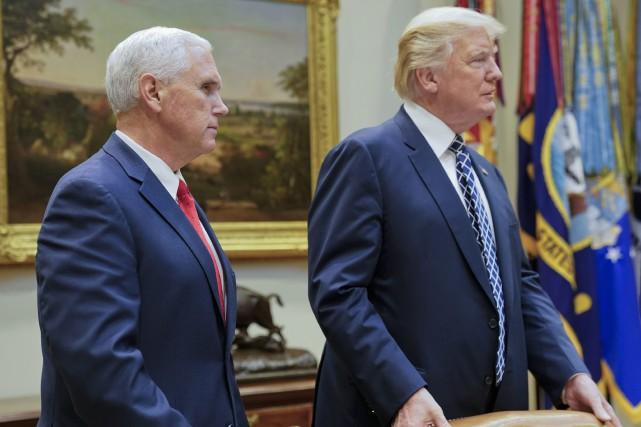 Mike Pence et Donald Trump.... (Archives AP)