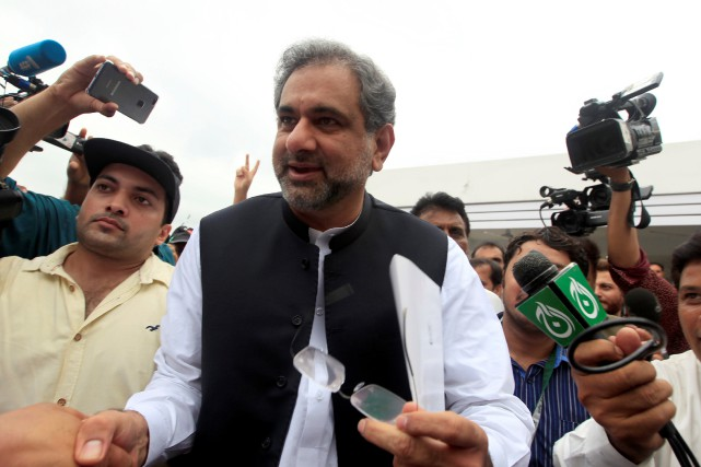 Shahid Khaqan Abbasi... (PHOTO REUTERS)