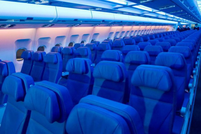 «Les passagers d'Air Transat confinés durant cinq heures... (Archives La Presse canadienne)