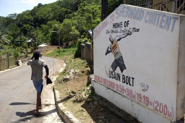 Une pancarte à l'image d'Usain Bolt accueille les... (AFP, Jewel Samad)