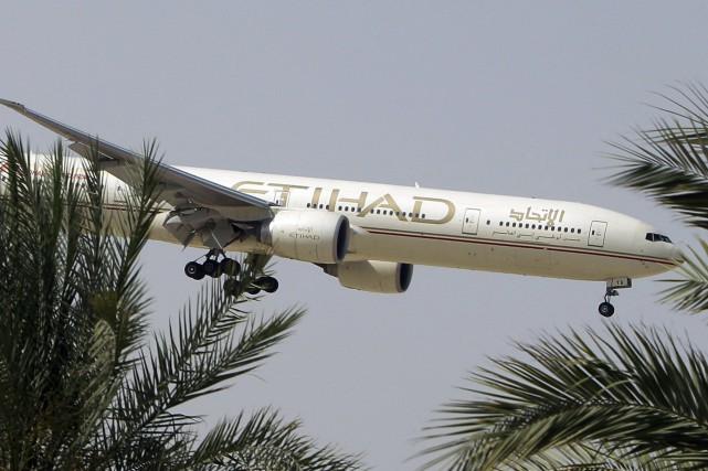 C'est un vol pour Abou Dhabi de la... (Photo Kamran Jebreili, AP)