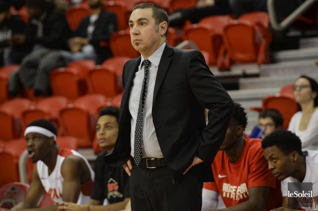 L'entraîneur-chef du Rouge et Or, Jacques Paiement Jr... (Photothèque Le Soleil, Caroline Grégoire)