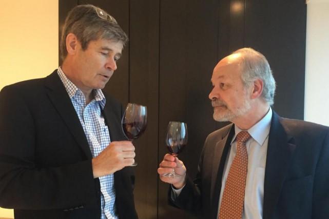 L'homme d'affaires François Giroux (à gauche) n'a pas... (PHOTO KARYNE DUPLESSIS PICHÉ, COLLABORATION SPÉCIALE)