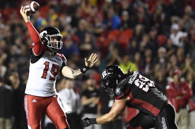 Les entraîneurs de la Ligue canadienne de football seront limités à une seule... (Photo Justin Tang, PC)
