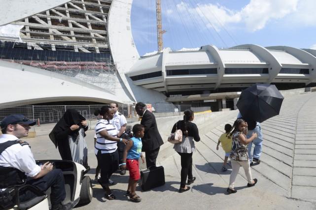 Les groupes de migrants ont été emmenés par... (La Presse canadienne, Ryan Remiorz)