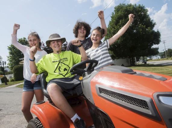 Des jeunes coopérants visiblement heureux d'avoir retrouvé leur... (François Gervais)