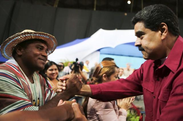 Le président vénézuélien Nicolas Maduro (à droite)... (AFP, Jhonn Zerpa)