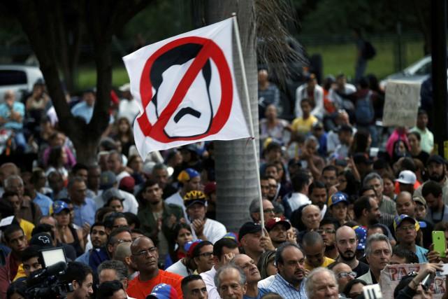 Le Venezuela est au bord de l'effondrement économique... (Photo archives AP)