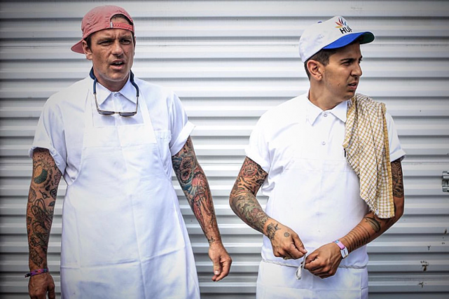 Les chefs Chuck Hughes et Danny Smiles... (Photo Paul Labonté, fournie par evenko)