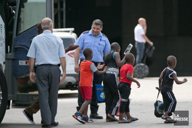 Des réfugiés hébergés dans les corridors du Stade... (PHOTO DAVID BOILY, LA PRESSE)